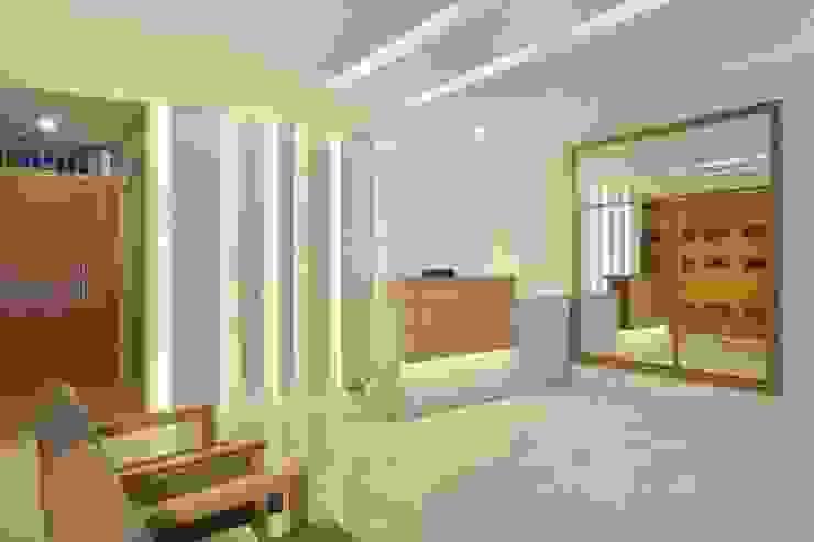 Pasillos, vestíbulos y escaleras de estilo moderno de Froma Arquitetura Moderno