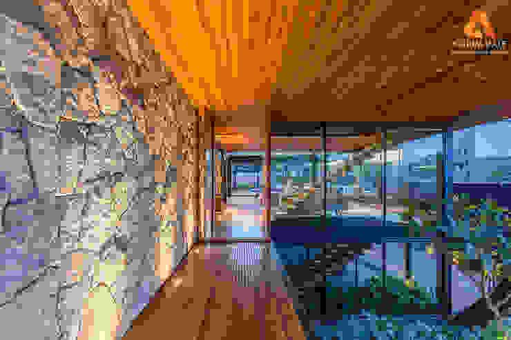 Atrium Vale Pedras e Projetos Classic style walls & floors Stone White