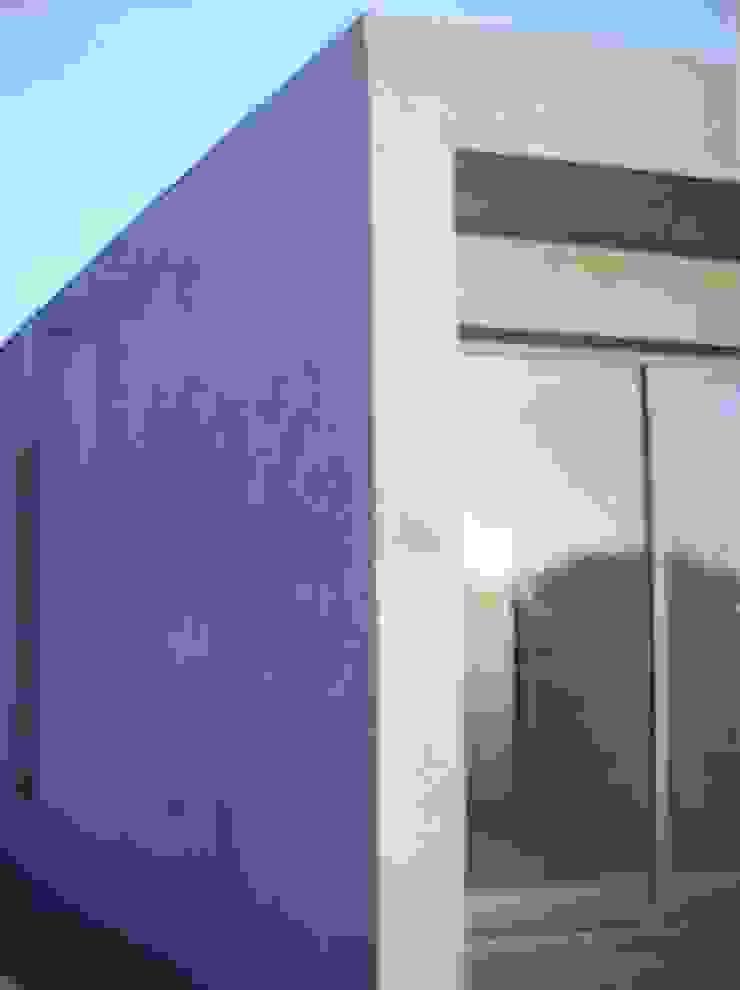 の Fabiana Ordoqui Arquitectura y Diseño. Rosario | Funes |Roldán ミニマル 鉄/鋼