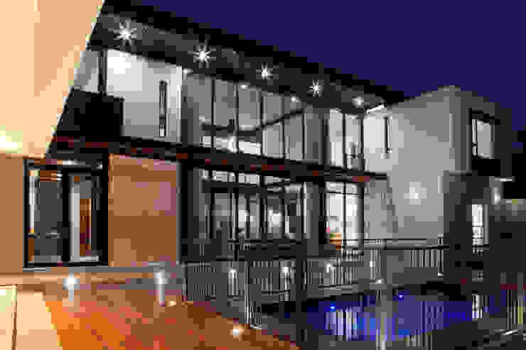 Modern home by DMV ARCHITECTURE Modern