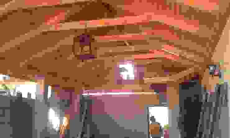 Estacionamiento en Oregón y cubierta en Teja de ECONproyectos Clásico Madera Acabado en madera