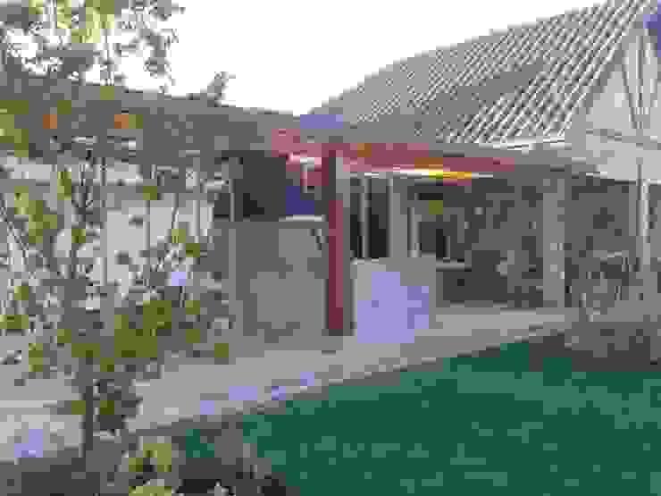Bodega + Terraza + Asador Casas estilo moderno: ideas, arquitectura e imágenes de ECONproyectos Moderno Madera Acabado en madera