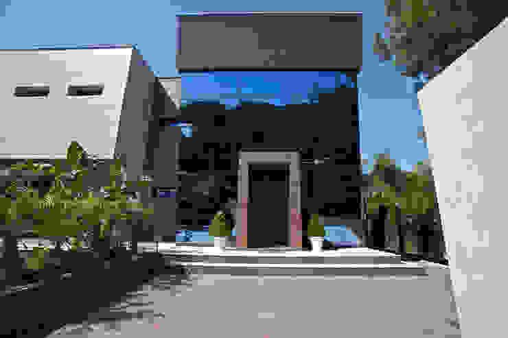Proyecto de diseño y decoración de una villa por Estatiba Construcción: Casas unifamilares de estilo  de Estatiba construcción, decoración y reformas en  Ibiza y Valencia, Moderno
