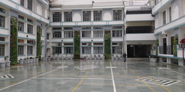 Indoor Vertical Garden by lifewall Modern schools by Vertical Gardens, Lifewall Modern