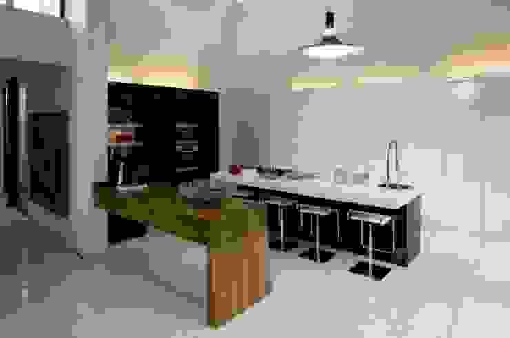 Cozinhas modernas por Reparaciones Omar Garcia Moderno
