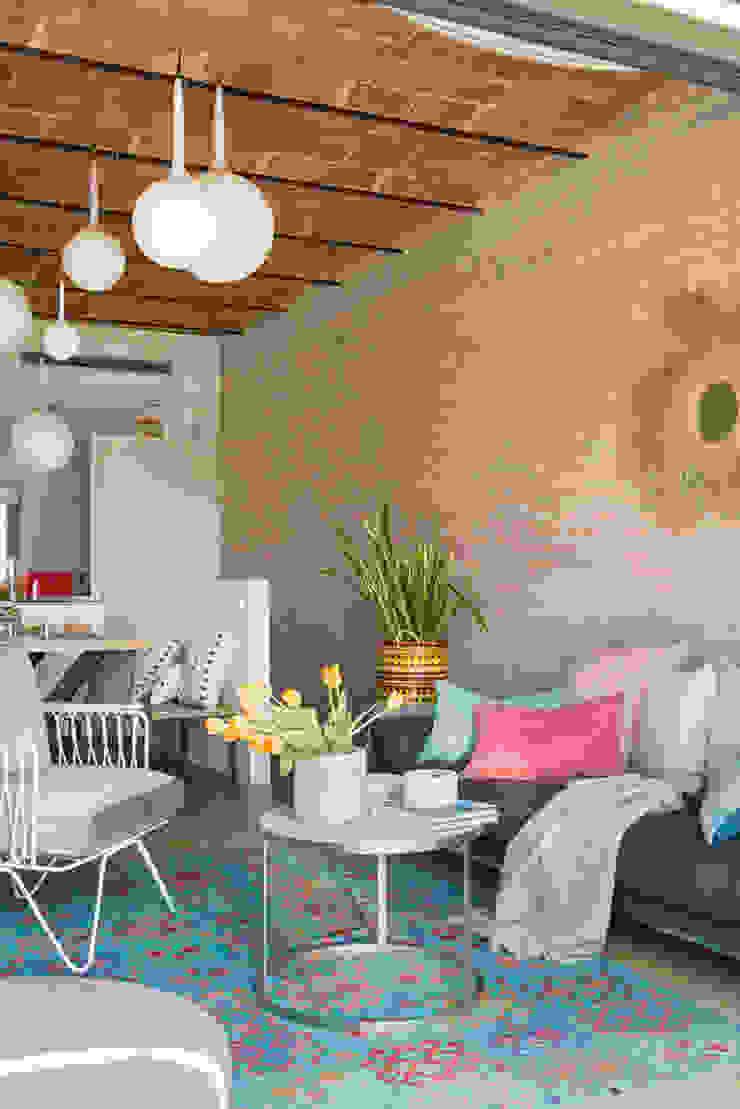 Modern Living Room by Xmas Arquitectura e Interiorismo para reformas y nueva construcción en Barcelona Modern Ceramic