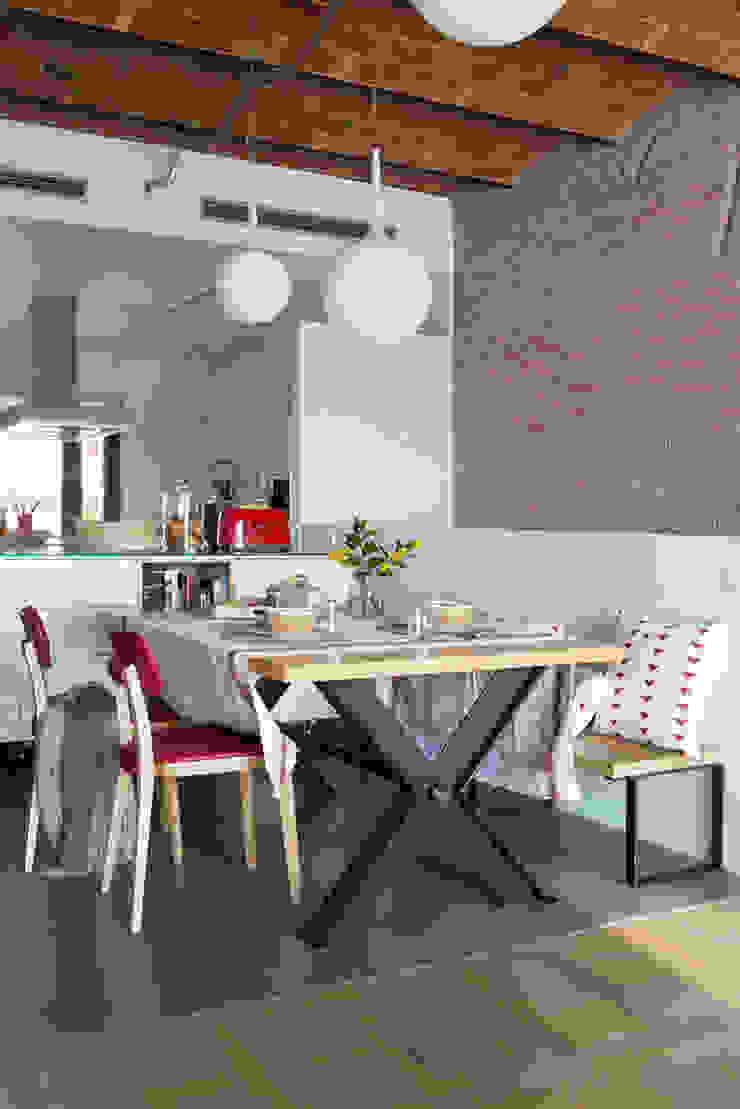Industrial style dining room by Xmas Arquitectura e Interiorismo para reformas y nueva construcción en Barcelona Industrial