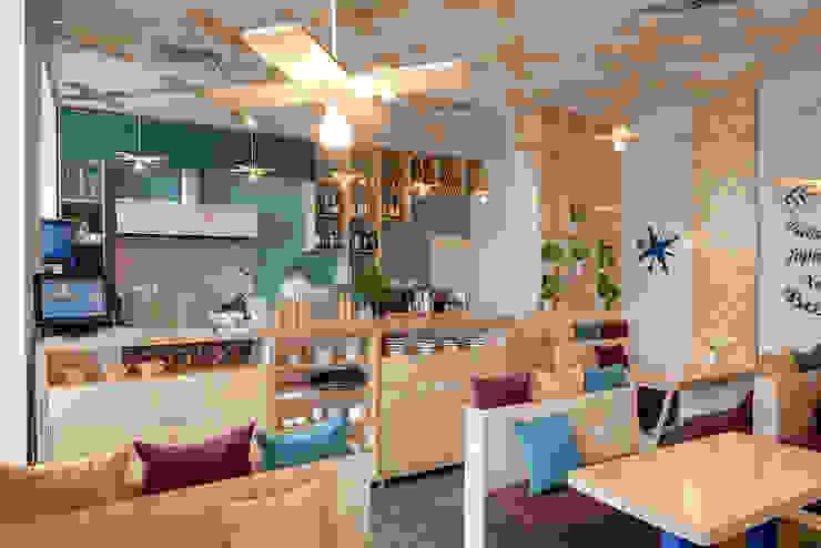 Bares y clubs de estilo industrial de YUDIN Design Industrial