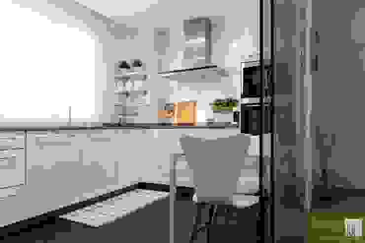 Cocinas pequeñas de estilo  por UVE laboratorio de diseño,