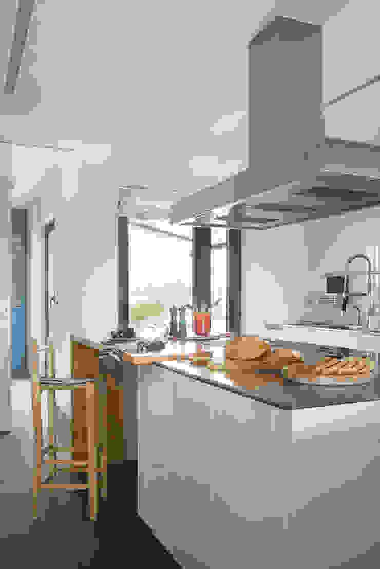by Xmas Arquitectura e Interiorismo para reformas y nueva construcción en Barcelona Modern