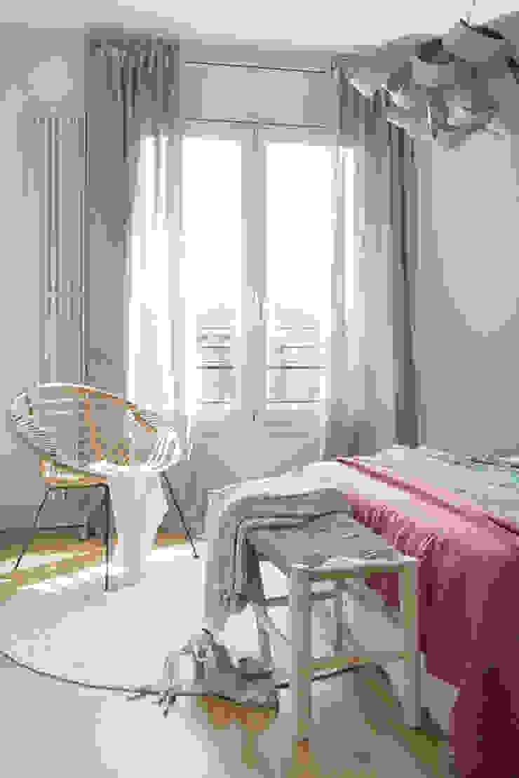 Modern Bedroom by Xmas Arquitectura e Interiorismo para reformas y nueva construcción en Barcelona Modern