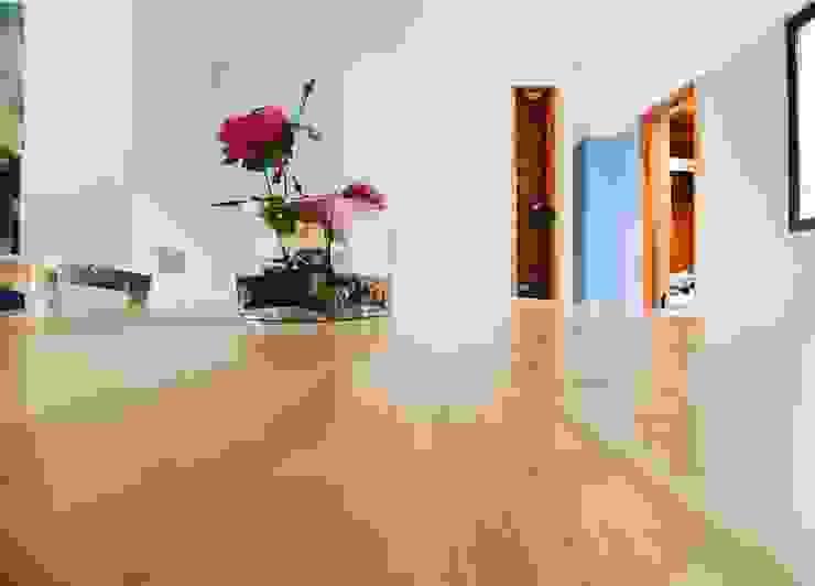 Remodelación Casa J&M - Mueble Isla de MMAD studio - arquitectura interiorismo & mobiliario - Moderno Madera maciza Multicolor