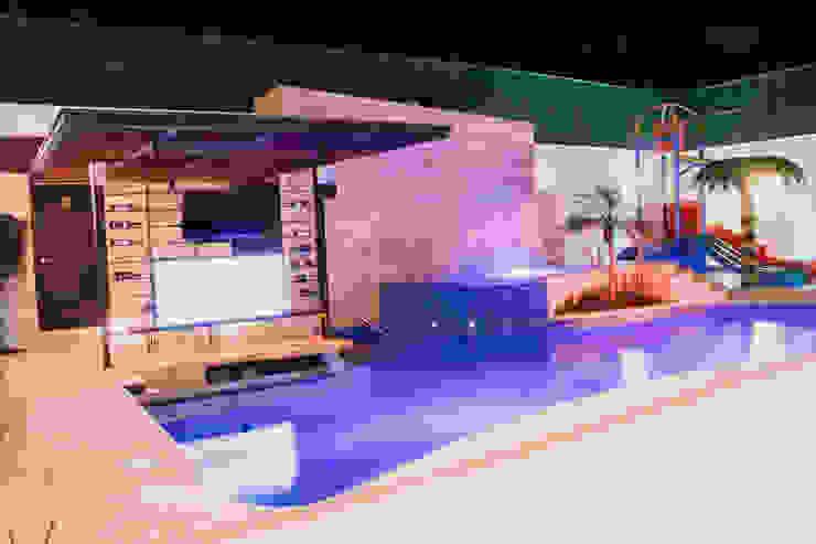 庭院泳池 by PUNTO HABITABLE ARQUITECTOS,
