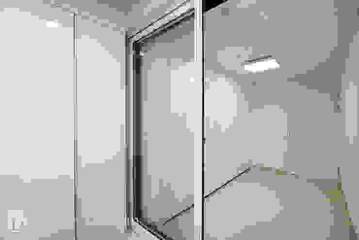 인창동 래미안 33py 드레스룸 모던스타일 침실 by Design Daroom 디자인다룸 모던