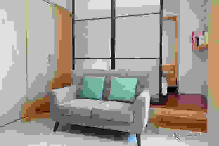 老屋翻新-住宅空間。台中【輕量機能宅】 有關創意室內設計 现代客厅設計點子、靈感 & 圖片