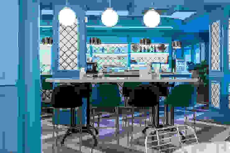Mesa alta : Bares y Clubs de estilo  de Guille Garcia-Hoz, interiorismo y reformas en Madrid, Moderno Compuestos de madera y plástico