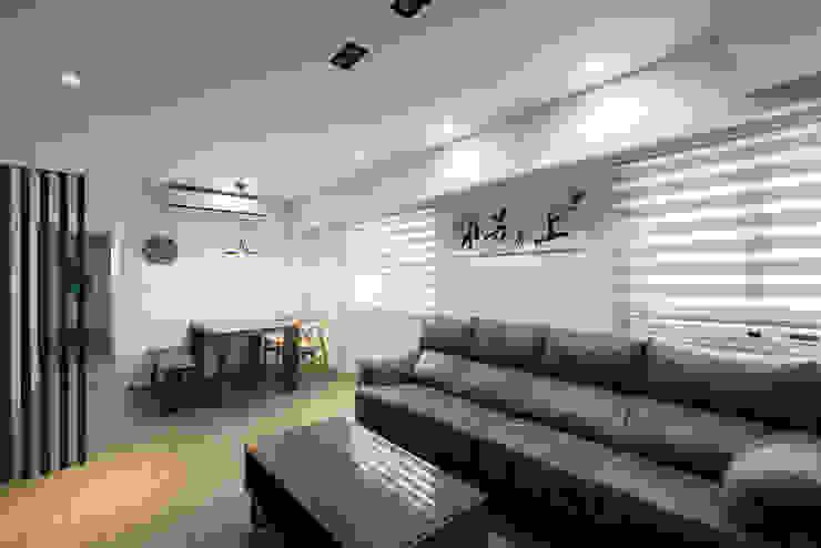 給老建築新生命的改造工程 根據 富亞室內裝修設計工程有限公司 熱帶風 複合木地板 Transparent