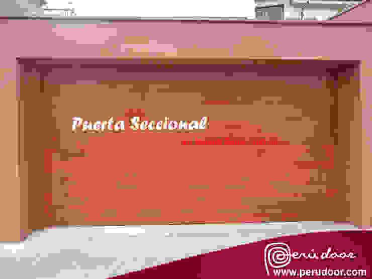 Puertas Automaticas de Garaje de Puertas Automaticas - PERU DOOR Moderno Madera Acabado en madera