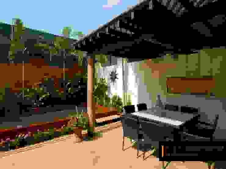 Casa Río Fuerte: Jardines de piedra de estilo  por RGR Arquitectos + Urban Strategy,