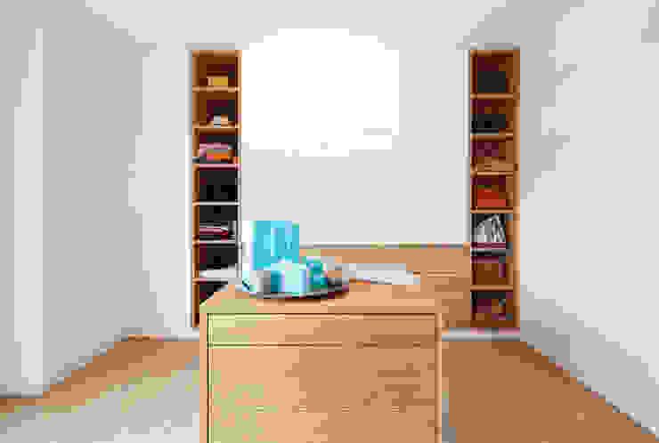 Ankleidezimmer: modern  von DOMANI INTERIOR. Möbel. Art. aus Freiburg,Modern Holz Holznachbildung