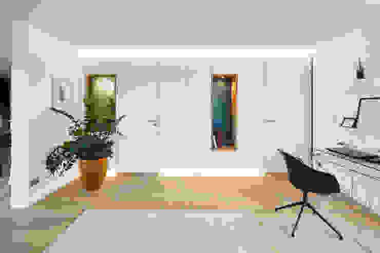 Arbeitszimmer: modern  von DOMANI INTERIOR. Möbel. Art. aus Freiburg,Modern Holzwerkstoff Transparent