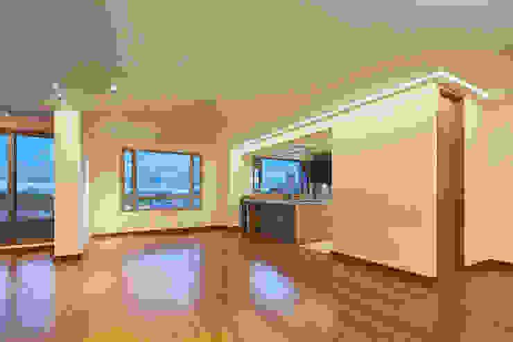 Área Comedor y cocina Comedores de estilo moderno de Sentido Interior Arquitectos Moderno Madera maciza Multicolor
