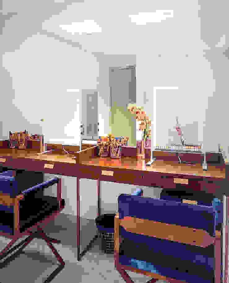 Área de maquillaje personalizado VIP de Sentido Interior Arquitectos Moderno Madera Acabado en madera