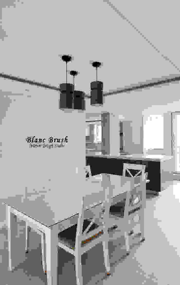 Modern dining room by 블랑브러쉬 Modern