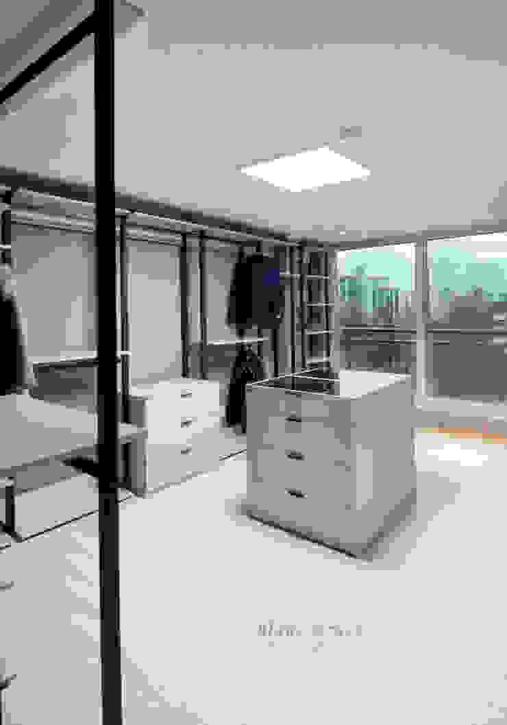 Modern style media rooms by 블랑브러쉬 Modern