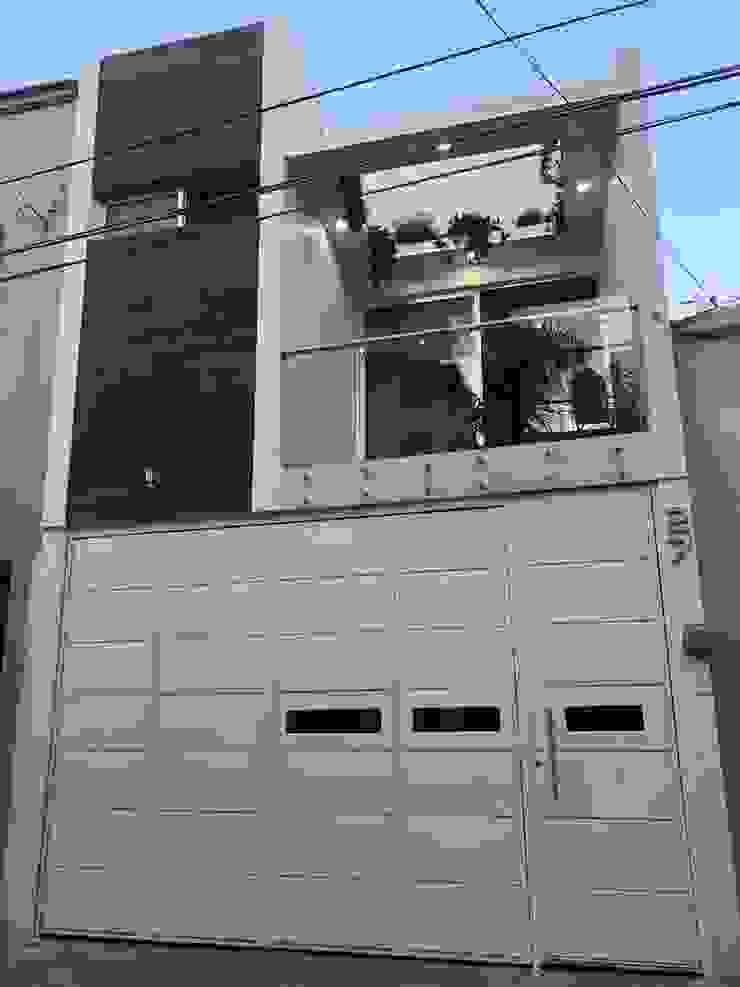 fachada pequeñita Casas de estilo minimalista de OROPEZA ARQUITECTOS Minimalista