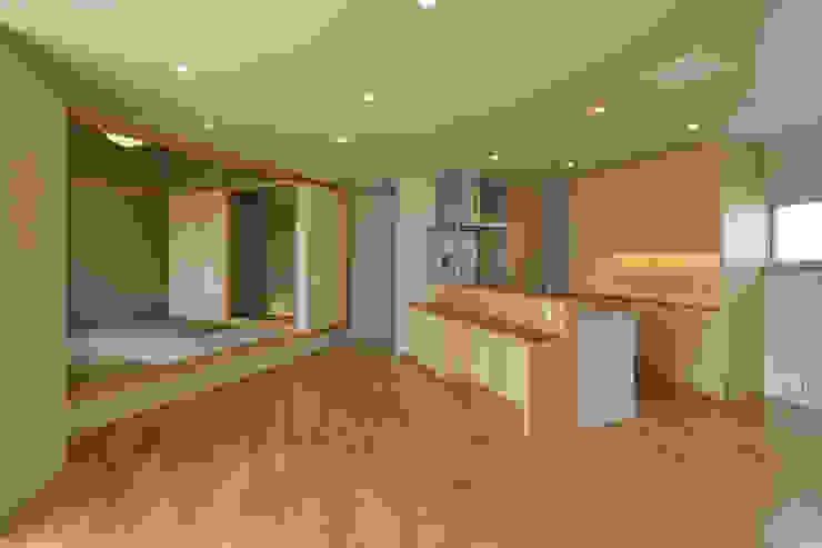 Modern Living Room by プラソ建築設計事務所 Modern