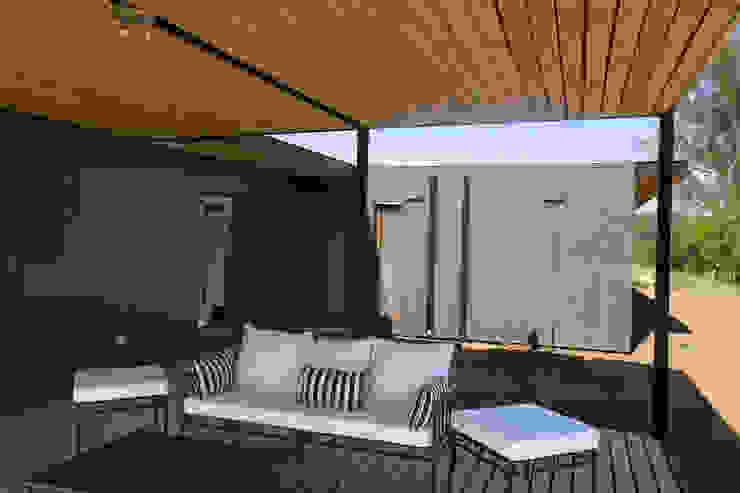 Terraza Balcones y terrazas de estilo moderno de INFINISKI Moderno