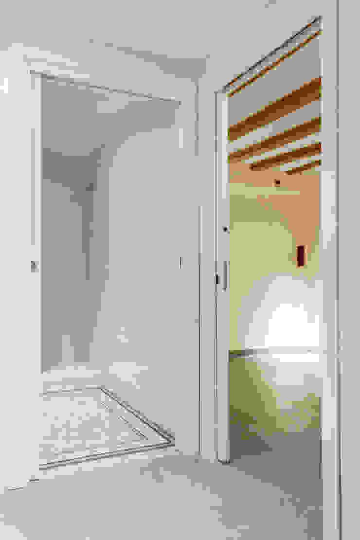 Classic style bathroom by Xmas Arquitectura e Interiorismo para reformas y nueva construcción en Barcelona Classic Tiles
