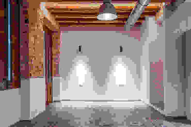 Industrial style bedroom by Xmas Arquitectura e Interiorismo para reformas y nueva construcción en Barcelona Industrial Bricks