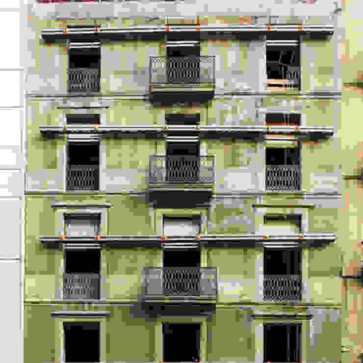 Estado anterior a la restauración de la fachada de Xmas Arquitectura e Interiorismo para reformas y nueva construcción en Barcelona