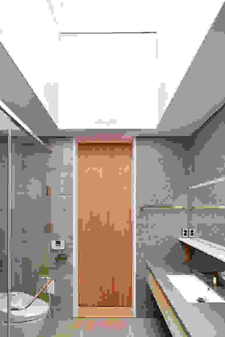 양평 단독주택 모던스타일 욕실 by 건축사사무소 시월 모던