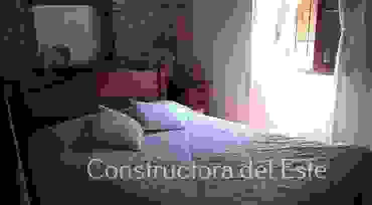 Спальня в рустикальном стиле от Constructora del Este Рустикальный Кирпичи