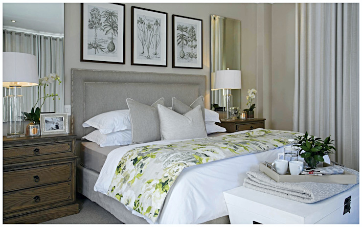 Classic Master Bedroom:  Bedroom by Joseph Avnon Interiors,