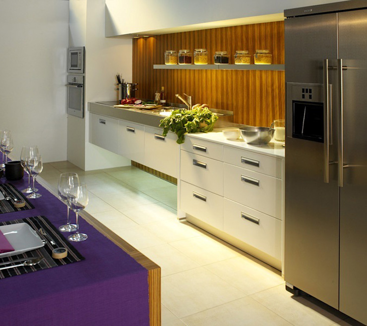 ESPAÇOS: Cozinhas por INTERDOBLE BY MARTA SILVA - Design de Interiores
