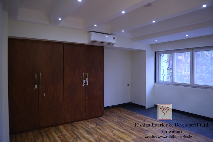 Bedroom Design with Wardrobe:  Bedroom by Rishika Interior & Developer (p) Ltd.