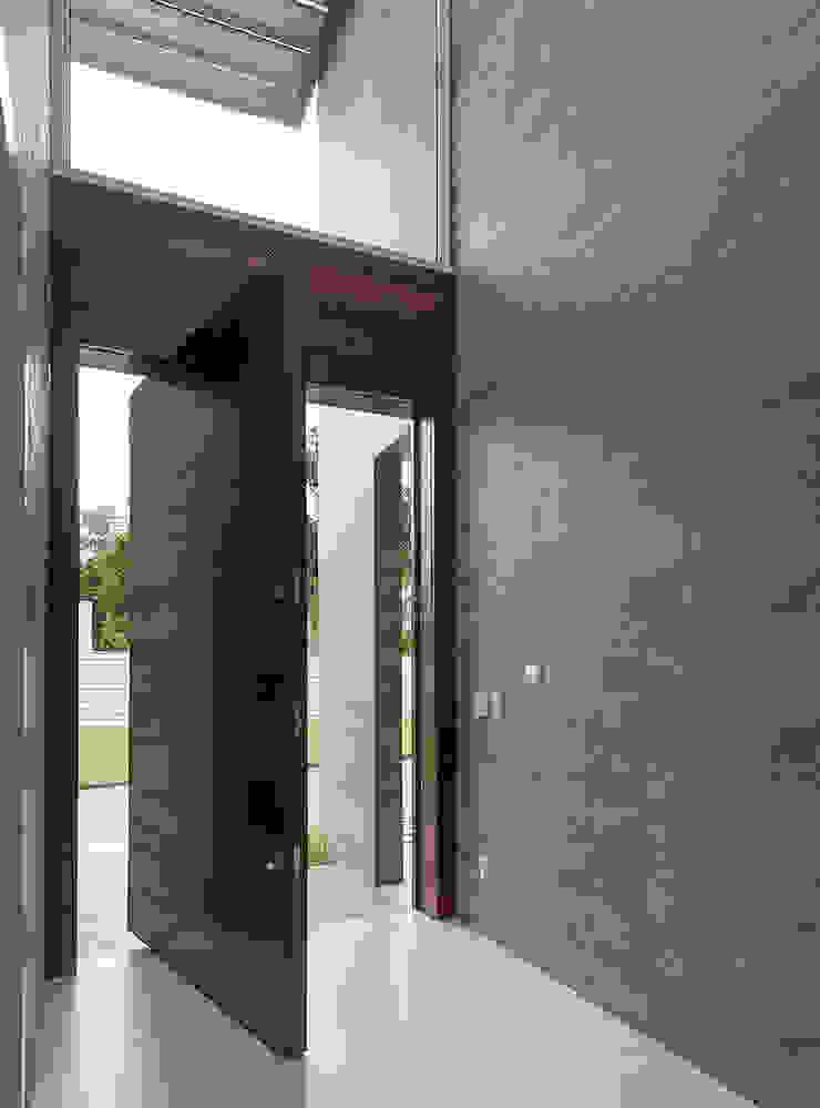 Espaço do Traço arquitetura Pasillos, vestíbulos y escaleras de estilo moderno