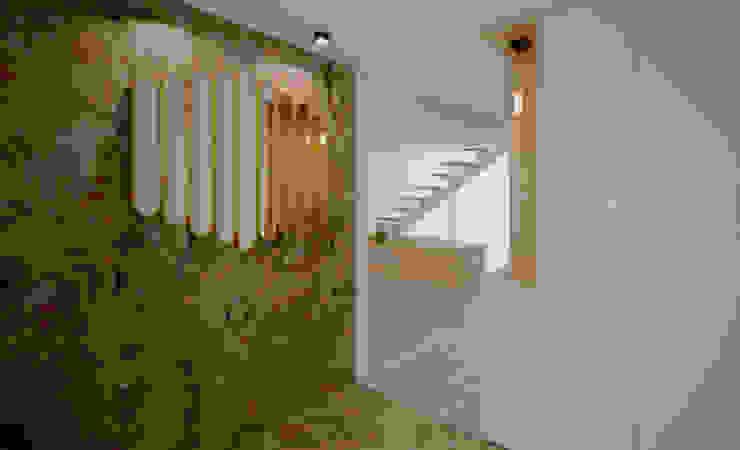 Hall de entrada Corredores, halls e escadas minimalistas por OBRA ATELIER - Arquitetura & Interiores Minimalista Ardósia