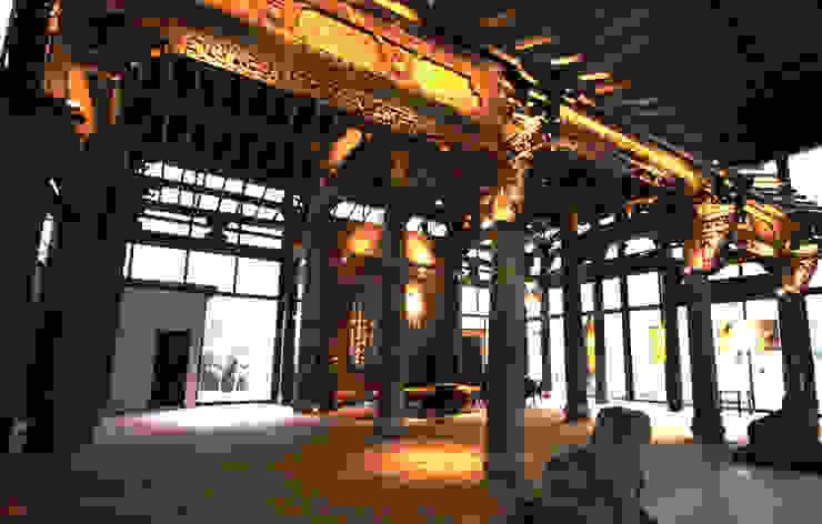 雖然沒有遮簷的屋頂但原有的骨架保留下來 by 台中室內建築師|利程室內外裝飾 LICHENG Asian