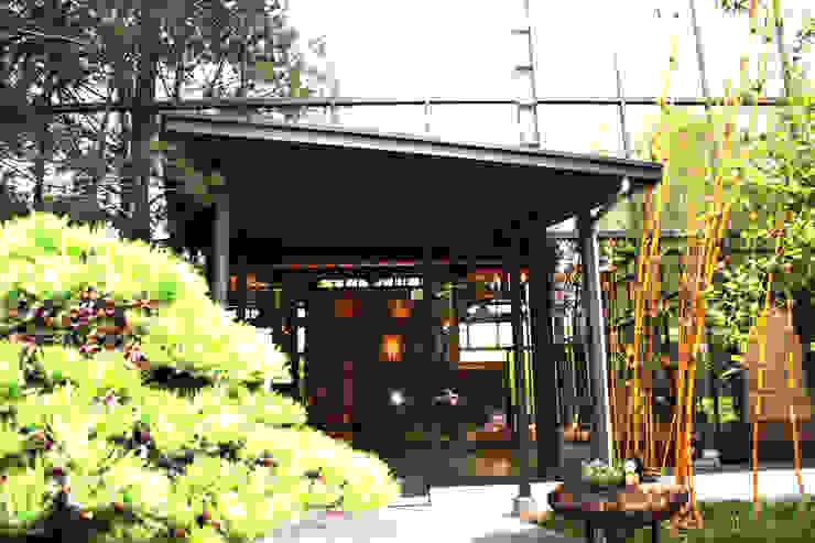 玻璃門讓人能一眼望入內部 by 台中室內建築師|利程室內外裝飾 LICHENG Asian