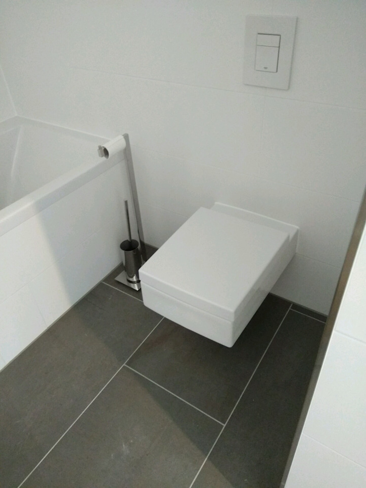Modern style bathrooms by DAS BADEZIMMER-RHEIN-MAIN Modern