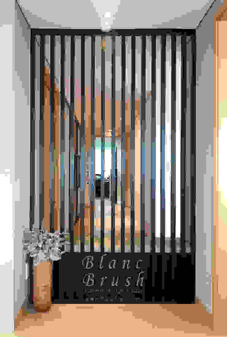 블랑브러쉬 Modern corridor, hallway & stairs