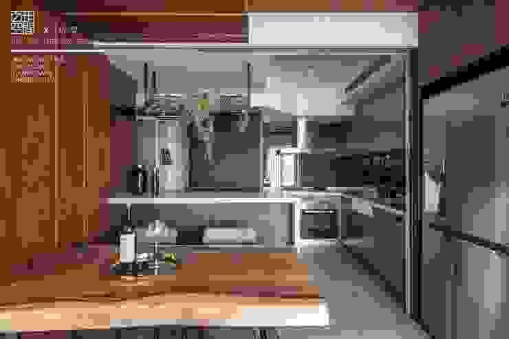 百玥空間設計 ─ 初見 現代廚房設計點子、靈感&圖片 根據 百玥空間設計 現代風 合板