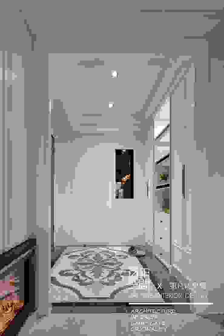 百玥空間設計 ─ 第凡內早餐 Breakfast at Tiffany's 經典風格的走廊,走廊和樓梯 根據 百玥空間設計 古典風 大理石