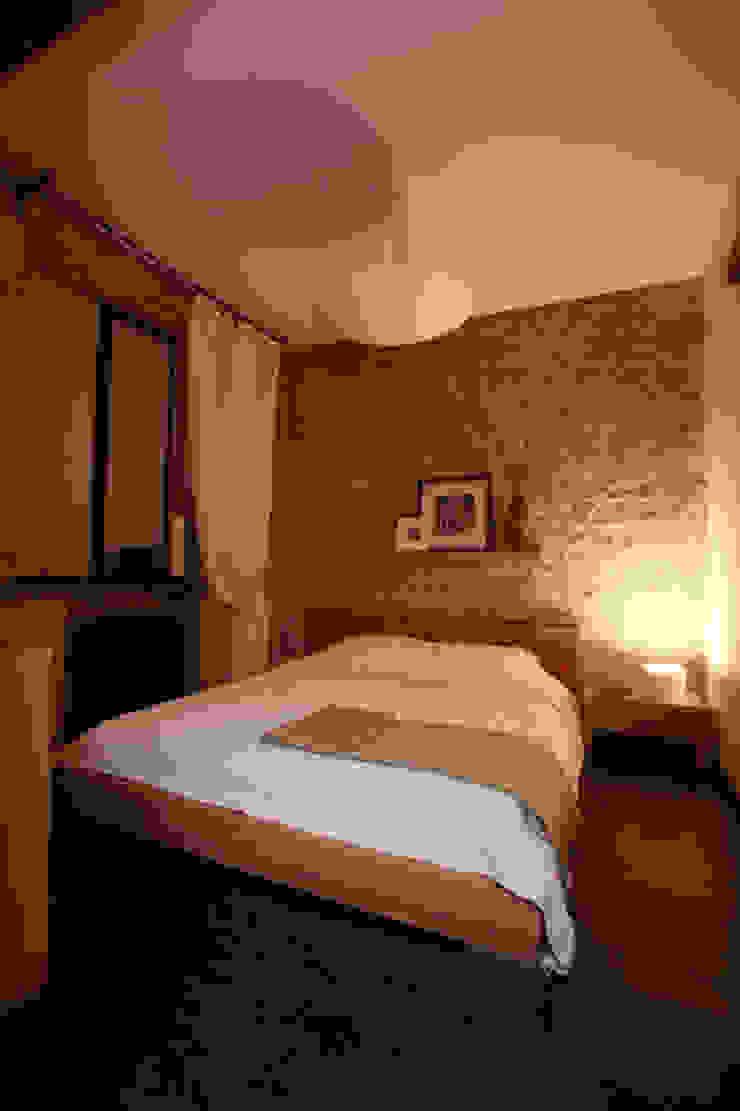 Dormitorios de estilo industrial de Irina Yakushina Industrial