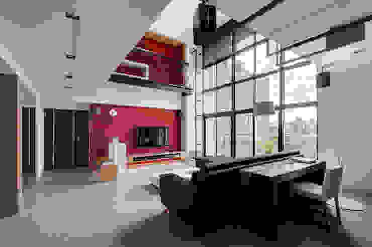 跳脫框架 现代客厅設計點子、靈感 & 圖片 根據 邑舍室內裝修設計工程有限公司 現代風